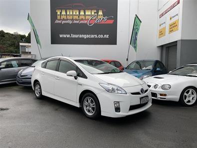 Photo of Toyota Prius 3RD GENERATION 1800CC 2011